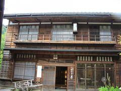 旅籠を思わせる旅館丁子屋は、十返舎一九が泊ったと言われています。