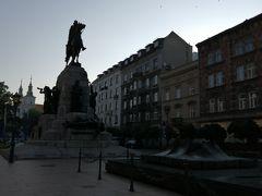 4日め。  少しずつ明るくなってきた、朝6時半にマテイキ広場に集合。 参加者は私たちを含めて5人。