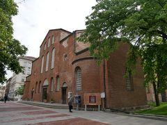 昨日は入れなかった聖ソフィア教会。 聖ソフィア教会はブルガリアで最も古い教会の一つで、その歴史はソフィア市の歴史と深く結びついており、現在ではソフィア市のシンボルの1つ。