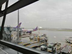 関西空港から香港エクスプレスで香港へ向かいます。 香港エクスプレスは関西空港を10時ごろ発、香港空港を15時ごろ発でどちらも始発終電の影響を受けない絶妙な時間設定です。