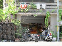 莉莉水果店、残念ながらまだ開店していない。11時より。