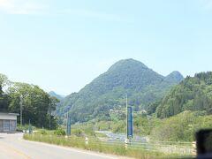 姫川沿いを走っていきます