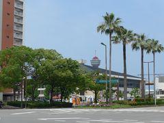大博通りから見えるポートタワーと国際センターの建物