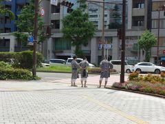 町を歩く法被姿の町内会の人々 博多の町は15日間至る所で見かけます
