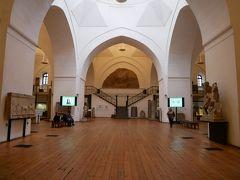 博物館は2階からなり、1階部分はローマ時代の遺跡などが展示。