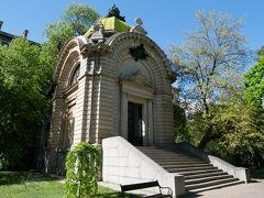 最後にバッテンベルク霊廟に寄ってみる。 小さな公園みたいな空間にこじんまりした建物が建っている。