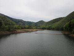 ダム天端よりダム湖方面を望む 「大野ダム」によって形成されたダム湖は「虹の湖」と言います 中々洒落た名前です