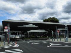 竜王(りゅうおう)駅    該駅は、明治36年(1903年)12月15日開業である。 初代駅本屋は、昭和37年(1962年)11月増築されていたが、最早、激増する旅客数に対処し明治期建造物が対処し得る訳では無く、昭和42年(1967年)に鉄筋コンクリート造第2代駅本屋hが竣工した。 https://www.jreast.co.jp/estation/station/info.aspx?StationCd=1689