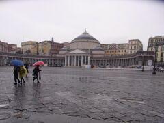 プレビシート広場です。雨で閑散としてます。