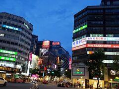 台北随一の繁華街中山駅は三越もあり、日本色の強い場所ですね