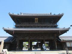大通寺(だいつうじ)。  安土桃山時代の建築様式を伝える真宗大谷派の別院です。