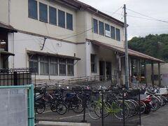 最寄りのJR吉浦駅。こじんまりとした駅