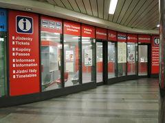 地下鉄Mustek駅(ヴァーツラフ広場の旧市街寄りの駅) 地下鉄のインフォメーションセンターでチケットが購入出来ます。