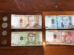 定刻より早めにリマに到着し、とりあえずATMでペルーの通貨ソルを引き出します。  1ソル約33円ってところです。  使ったATMの1回の上限が400ソルまで、絶対足りなくなるなと思ったけど、途中、これまで旅して余っていたカナダドルやメキシコペソも両替しながら、最終的には400ソルを上手いこと使いきりました。