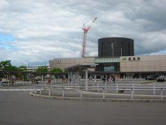 6/27(木) 今朝はどんよりした天気で冴えないです…、  宿から朝の散歩も兼ねて函館駅までぶらびら歩いて来ました~。  以前のような表玄関としての活気が無くなりました?…、やはり今は新函館北斗駅なんでしょうね~。