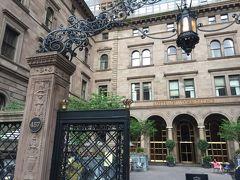 今回はホテルも奮発♪ ミッドタウンイーストに位置する名門ホテル「ロッテ・ニューヨークパレス」を選びました。 ロッテさんすごいのね。買収しちゃったのね。