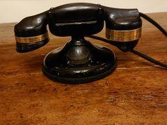 お腹がいっぱいになったところでロイヤルハワイアン散策 こんなかわいい電話を発見
