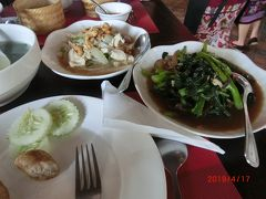 サッカリン通りのVilla Santi hotelの前にある Tamnaklao Restaurant  タムナック ラーオ で昼食です。