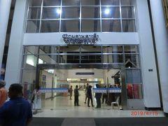 ルアンパバーン国際空港 (LPQ)には20:30に到着しました。 混載車による送迎でビクトリアシェントーンパレスには我々2人だけでした。 もう1組には像乗りに行った時に来ていた。