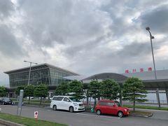 旭川空港に着きました。外観は佐賀空港(https://4travel.jp/travelogue/11470946)に似てますね。