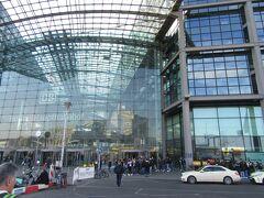 一夜明けて、ベルリン中央駅で、「ICE」に乗ってケルンに移動します。