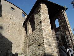 ダリボルカ塔 この塔は首を切られた最初の囚人騎士ダリボルカの名前に由来しています。崖の上に建っています。