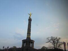 ジーゲスゾイレ (戦勝記念塔) 1864年にデンマーク戦争の勝利を記念した歴史ある塔です。頂におられるのは勝利の女神ヴィクトリア。