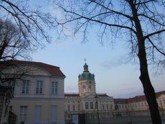 シャルロッテンブルグ宮殿の前にきました。