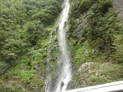 この滝の辺りで 奈良県十津川村は終わり 和歌山県本宮市へと入ります  横を流れる川も 十津川から 熊野川へと名を変えます  奈良十津川の旅はここで終了 和歌山の旅へと続きます
