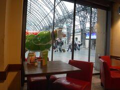 翌日、ドレスデン中央駅まで送ってもらい、出発まで待機。