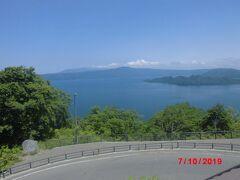 発荷峠展望台から十和田湖を見る。