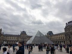 ルーブルピラミッドを見てパリを後に!