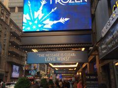 出発前、どのミュージカルにするか相当悩みに悩みまして。。。  じゃーん!「アナ雪」にしました!!