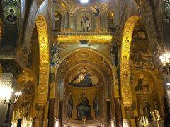 パラティーナ礼拝堂。 噂に違わぬ金ピカのモザイク画です。 ビザンチン様式と言うのでしょうか。