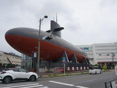 続いて訪れたのは大和ミュージアムの斜め向かいにある 海上自衛隊呉資料館。  完全ノープランで、事前の情報収集も無しなので、 いきなり潜水艦が現れて驚く。