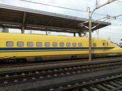 岐阜羽島駅に到着する時に、ホームの端に人が多いなぁ~ っと見ていたら「ドクターイエロー」発見!