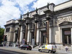 一番は何と言っても王立美術館です。 古典美術館・・フランドル絵画を中心に15世紀から18世紀までの絵画の宝庫。 マグリット美術館 世紀末美術館 現代美術館 など6つの部門から構成されています。