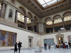 二階に巨匠たちブリューゲル父子、ルーベンス、メムリンク、などのフランドル絵画が展示されていました。