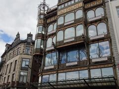 こちらの建物自体が自体がアールヌーヴォーの建築