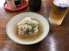 湯豆腐300円。 出汁がとても美味しくて、 さらに、とろろ昆布がとても良い。