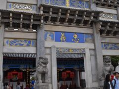 本日の目的地は「木府」。この地を治めたナシ族の首領・木氏の宮殿である。