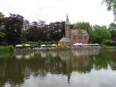 まずは駅前から歩いて10分ぐらい。  愛の湖公園です。 まだ観光客の流れも少なく、静かで落ち着い佇い。