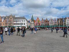 マルクト広場に来ました。  かなり広くて開放的な広場です。