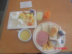 ホテルの朝食。