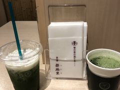 徒歩で京都駅に着き(ばあばと一緒で20分くらい)のどが渇いたので  都路里 で抹茶を喫す! (時代小説に「茶を喫す」とよく書かれているので真似)
