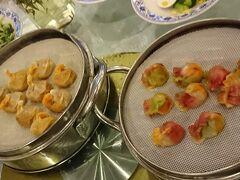 夕食は餃子。色々な種類の餃子が楽しめ美味しかった。有名店のようです。