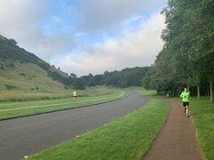 カールトンヒルからホリルードハウス宮殿によってホリルード公園に来たけど、ジョギングしている人が多かった。