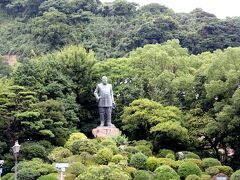 ●英雄 西郷隆盛像  ホテルから徒歩3分程で着きます。 高さ8m、その人柄同様大きい銅像です。