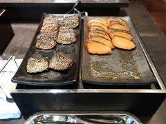わーい、和食がメインよー(ルンルン♪)。  「焼き魚」。