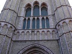 13-15世紀の建物。何度も改修が加えられ、様々な様式が混じっています。